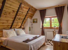 Rustic Lodge Plitvice, hotel v destinaci Jezerce