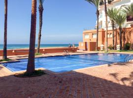 Apartment with 2 bedrooms in Bouznika, with wonderful sea view, shared pool, furnished balcony - 20 m from the beach, hotel in Bouznika