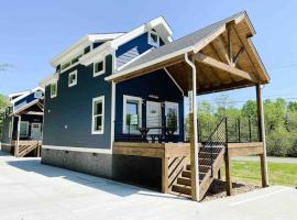 Cozy Smoky Mountain Tiny House, apartment in Pigeon Forge