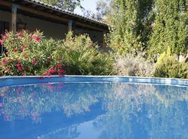 House with one bedroom in Castro Marim with wonderful mountain view shared pool furnished terrace 11 km from the beach, local para se hospedar em Castro Marim