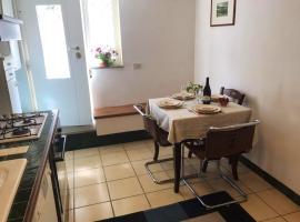 Apartment Via Paraggi, hotel in Fregene