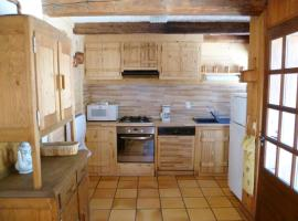 House with 2 bedrooms in Notre-Dame-de-Bellecombe, with wonderful mountain view, furnished garden and WiFi - 100 m from the slopes, hotel in Notre-Dame-de-Bellecombe