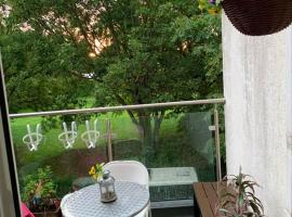 House with 2 bedrooms in Greater London with wonderful city view furnished terrace and WiFi, vila v Londýně