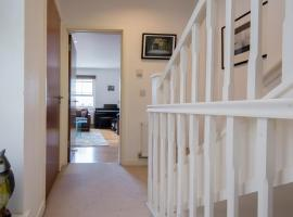 Fantastic 2 Bed Townhouse with HUGE TV, great WiFi 200M From Clock Tower, sleeps 6, apartment in Brighton & Hove