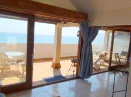 Apartment with one bedroom in SaintCyprien with wonderful sea view and furnished balcony 200 m from the beach, hotel in Saint-Cyprien