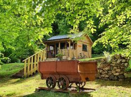 Miners log cabin, hotel in Blaina