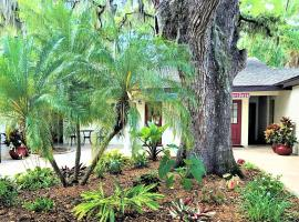 Retreat at Crystal Manatee, hotel near Homosassa Springs Wildlife State Park, Crystal River