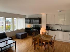 Moderne leilighet i barnevennlig område sentralt, feriebolig i Kristiansand