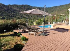 Villa with 5 bedrooms in RayolCanadelsurMer with wonderful mountain view private pool enclosed garden 250 m from the beach, hotel in Rayol-Canadel-sur-Mer