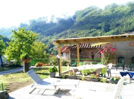 House with 2 bedrooms in Benabbio, with wonderful mountain view, enclosed garden and WiFi - 25 km from the slopes, hotel in Bagni di Lucca