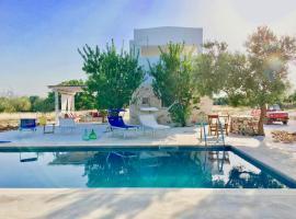 Jolie villa avec piscine au milieu des oliviers, casa vacanze a San Vito dei Normanni