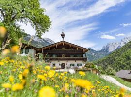 Berg'k'hof Kaisertal - Alpine Hideaway, hotel in Ebbs