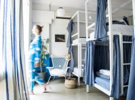 Thanasis Place, hostel in Athens