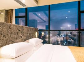 Travelling With Hotel · Chengdu Financial Global Center, hotel in Chengdu