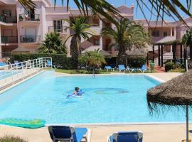 St James 215, 3 Bedrooms, Air Con, WI FI, Shared Pool, hotel in Luz