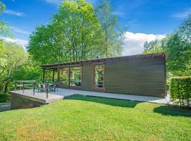 Cozy Chalet in Trois Ponts with Forest Nearby, hotel in Trois-Ponts