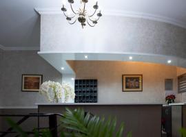 Carnival City Hotel Oradea, hotel in Oradea