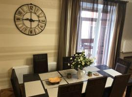 """Таунхаус """"Белый филин"""" класса Люкс 140 м2 с сауной, отель в Зеленой Поляне"""