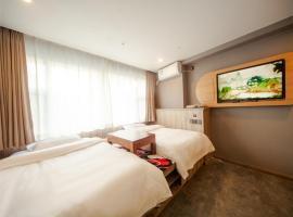 JUN Hotels Tianjin Railway Station Jinwan Square, hotel near Tianjin Binhai International Airport - TSN, Tianjin