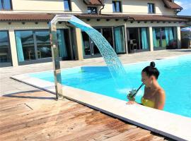 16 Lakes Hotel, hotel u Grabovcu