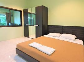 Chalong Stay Well by Palai Seafood, hotel near Home Pro Village - Phuket, Chalong
