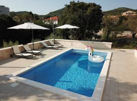 New apartment with an amazing pool, budget hotel in Sali