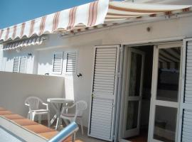 Apartmani Denona Centar, self catering accommodation in Novalja