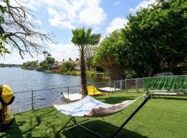 Lake Life - 3/2 Lake House With hot tub and Breathtaking View, villa in Fort Lauderdale
