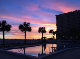 Getaways at Destin Holiday Beach Resort, serviced apartment in Destin