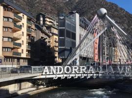 PLAN B Apartholtel 4 person, hotel cerca de Caldea, Andorra la Vella
