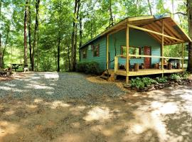 Mountain Laurel Cottage at Hearthstone Cabins and Camping, vacation rental in Helen