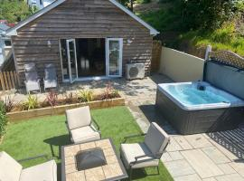 Woodley Lodge, cabin in St Austell