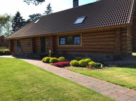 The gorgeous log house, that brings out the smile!, vacation home in Hara