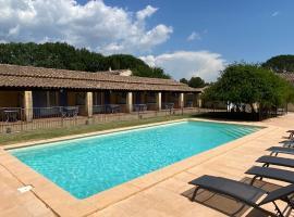 """Appartements """" Le Clos De La Cerisaie"""", hotel in Castillon-du-Gard"""