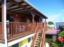 Chalet with one bedroom in Le Moule, with furnished terrace and WiFi - 3 km from the beach, hotel in Le Moule