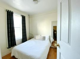 2 Bedrooms Entire Beautiful Apt in Williamsburg!, apartment in Brooklyn
