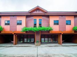 OYO 535 Phadaeng Hotel, hotel in Si Racha
