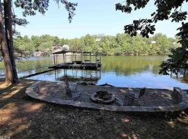 Rustic Lake House Retreat - Huge Deck - Boat Dock!, vacation rental in Hot Springs