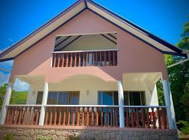 Vista D'Oro, hotel near Glacis Noir Nature Trail, Praslin