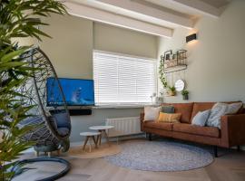 Beach Bungalow Ohana, private garden and pincode check-in, villa in Noordwijkerhout