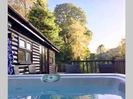 Mistletoe One Luxury Lodge with Hot Tub Windermere, resort in Windermere