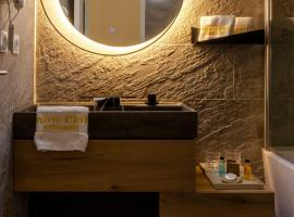 Hotel SNOW CHILL, hotel in Risoul