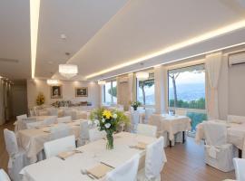 費歐瑞塔別墅酒店,索倫托的飯店