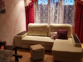 Двухкомнатная квартира - 3 остановки от Кремля, апартаменты/квартира в Пскове