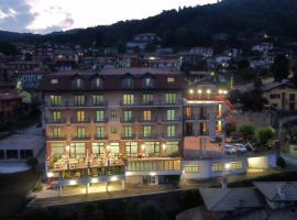 HOTEL COLLI FIORITI, hotel Nebbiunóban