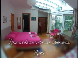Maison Anne Musset, homestay in Paris