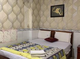 Khách sạn Uyên Nhi, hotel in Ho Chi Minh City