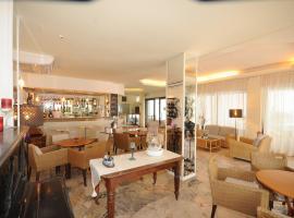 Hotel Avana, hotell i Riccione