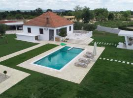S&I Peaceful Holiday Home With Pool & Jacuzzi, hotel near Zadar Airport - ZAD,