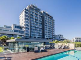 Infinity Self Catering Apartments, apartment in Bloubergstrand